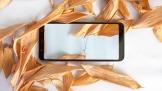 Cận cảnh Samsung Galaxy A6+ vàng thạch anh