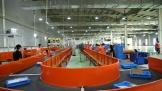Lazada giới thiệu hệ thống phân loại hàng hóa tự động bằng robot tại Hà Nội
