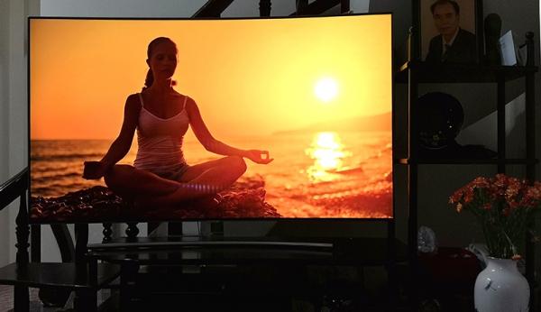 Samsung Class Q8C Curved QLED 4K 55inch: Hơn cả một chiếc TV