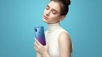 Motorola ra mắt điện thoại tầm trung thiết kế như Huawei P20