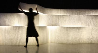 Tường ánh sáng độc đáo. Ảnh: Molo Design