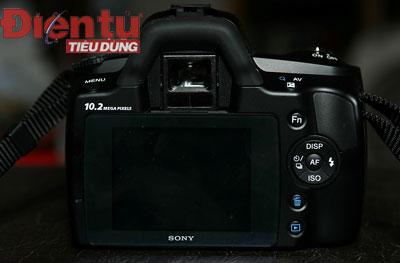 Màn hình LCD 2.7 inch cùng công nghệ Clear Photo LCD