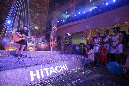 Hitachi, thap sang dem Giang sinh, thuong xa Sai Gon tax, chuong trinh noel
