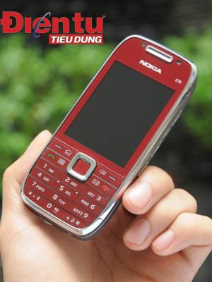 Nokia E75 gọn gàng trong tay người sử dụng