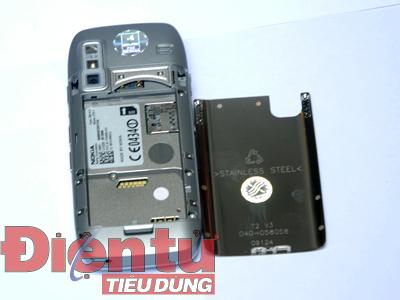 E75 khi mở nắp pin