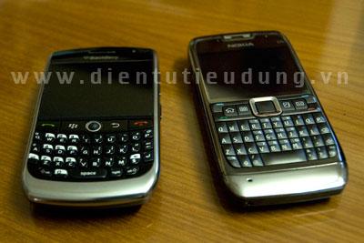 BlackBerry Curve 8900 bền cạnh Nokia E71