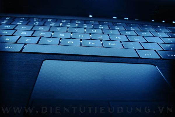 Bàn phím phẳng của Dell Adamo