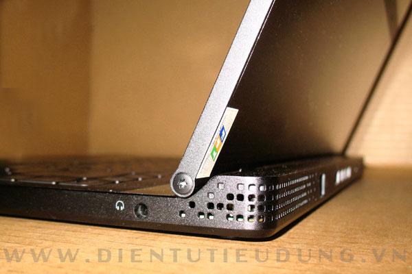 Dell Adamo trang bị 2 loa ngoài và cổng Audio 3.5mm