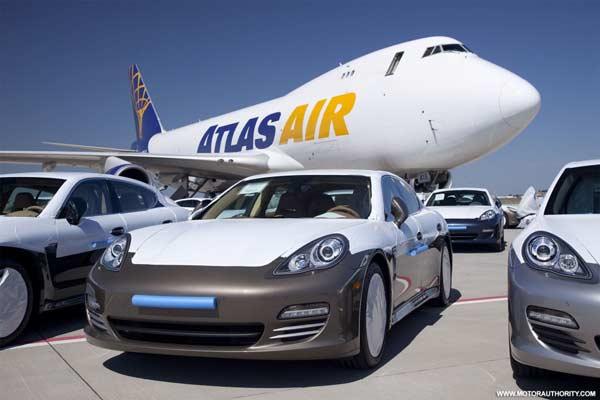Porsche Panamera xếp hàng tại sân bay