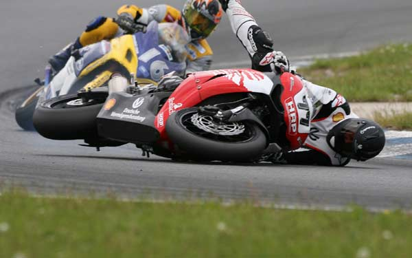 Tai nạn khi Schumacher thi đấu giải Siều mô tô