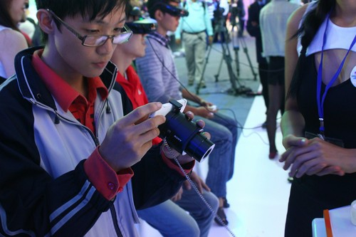 Sony, Sony Show 2013, Xperia Z1, Cyber-shot QX10, QX100, HMZ-T3, VAIO Tap 11, Handycam FDR-AX1, Action Cam HDR-AS30V, NEX-5T, Alpha A3000,Cyber-shot RX1R,MDR-10, XBA-H