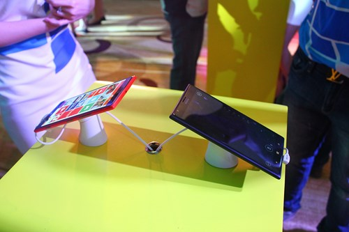 Nokia, Lumia, 1520,1320, phablet-news, Microsoft, Windows Phone, Windows Phone 8, tren tay, canh canh, hands-on