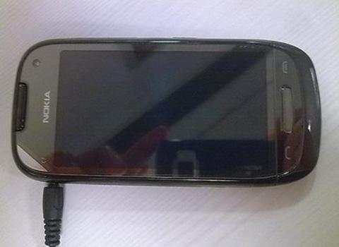 Nokia C7 1