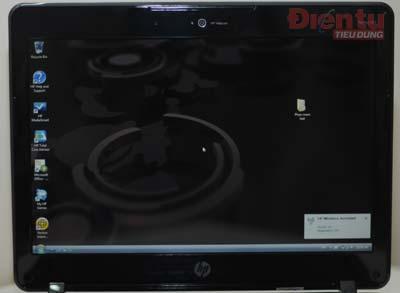 Màn hình 12,1 inch với webcam ở trền cùng