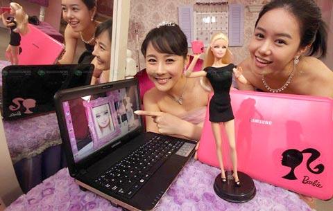 Samsung X170 theo phong cách búp bề Barbie. Ảnh: CNET