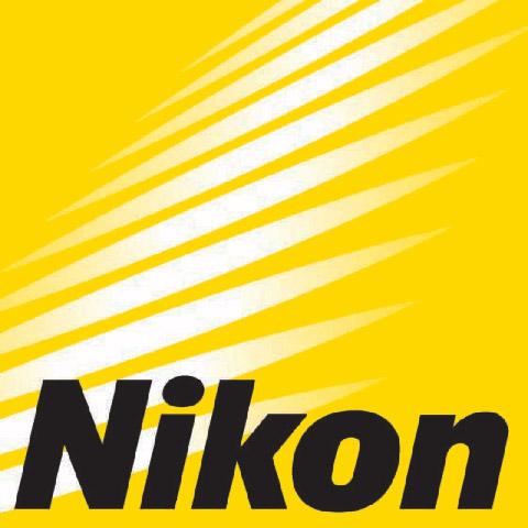 Nikon cong bo loat ong kinh moi