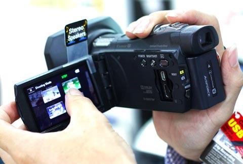 Chọn máy quay du lịch phù hợp