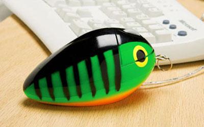 Trông giống một chiếc móc chìa khóa hình con cá voi hơn là một con chuột máy tính. Ảnh: AboutOnlineTips