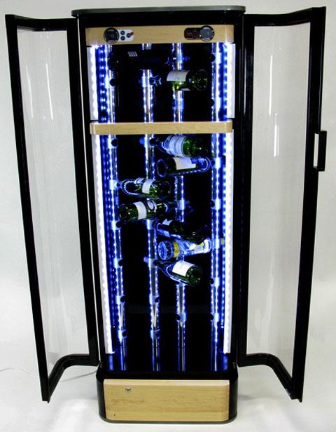 Những chai rượu trở nền lung linh hơn với tủ Black Ice.