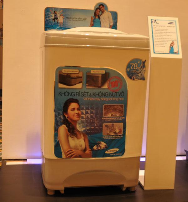 Máy giặt dòng trung cấp, thân máy làm bằng sợi tổng hợp Fibre, chống gỉ sét phù hợp với điều kiện khí hậu Việt Nam.