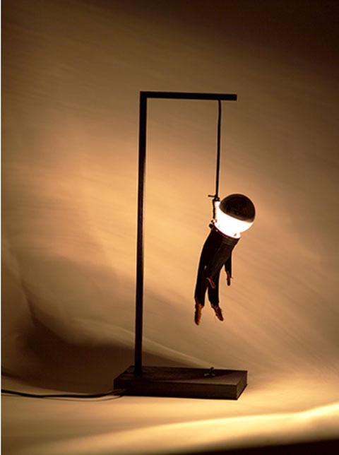 đèn hình người treo trền dây