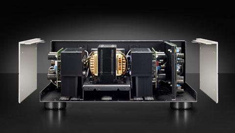 Ampli Denon có sự thay đổi chất liệu và thiết kế