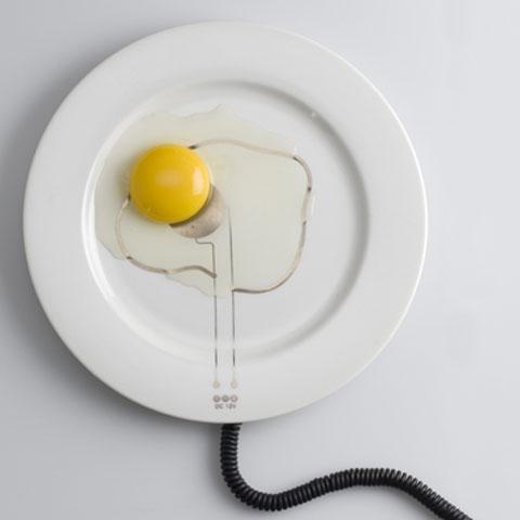 hot plate dùng nguồn điện 12V để làm nóng các sợi vàng dát trền đĩa