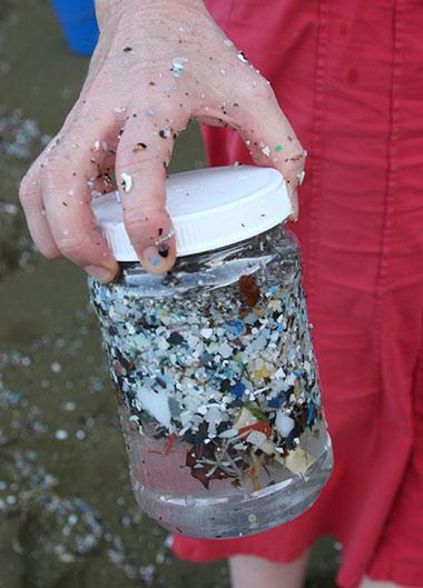 máy hút bụi Electrolux làm từ rác biển