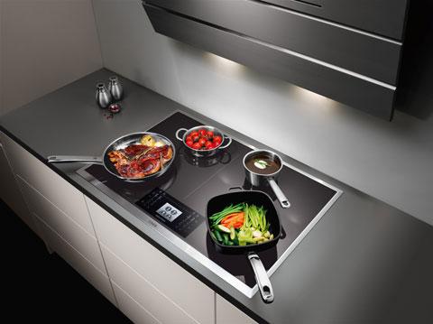 bếp từ MaxiSense kiểm soát vùng từ bằng màu sắc