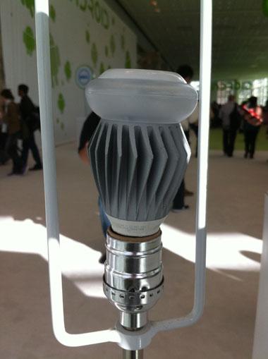 Google sản xuất bóng đèn đa hướng LED kết nối mạng