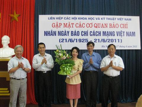 lễ ra mắt câu lạc bộ báo chí LHHVN