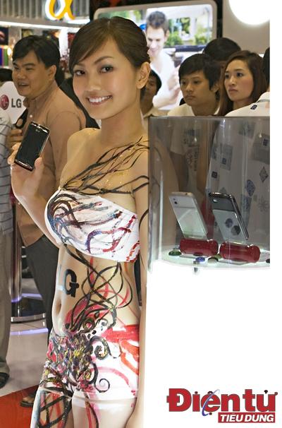 Trào lưu body painting cũng được khai thác triệt để.