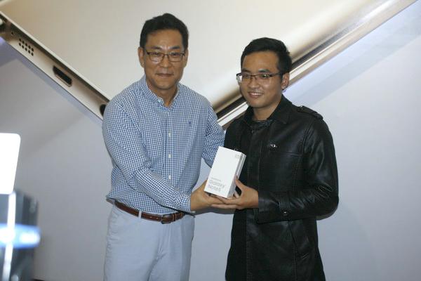 Samsung Galaxy Note 5: Sôi động ngày đầu tiền mở bán tại Việt Nam