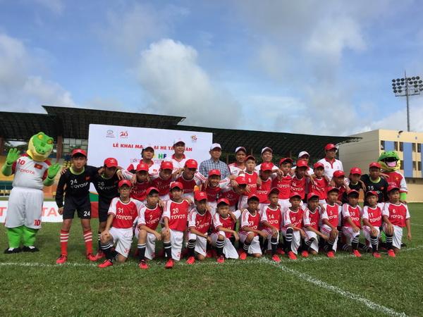 Trại hè bóng đá thiều niền Toyota 2015