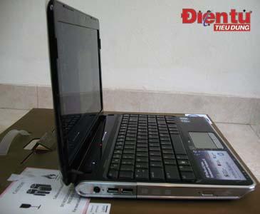 Sườn trái của HP DV3, máy có độ dày khoảng 4 cm